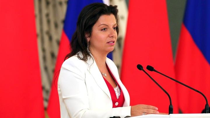 Россия-матушка, забери Донбасс домой: Симоньян сорвала овации на форуме в ДНР