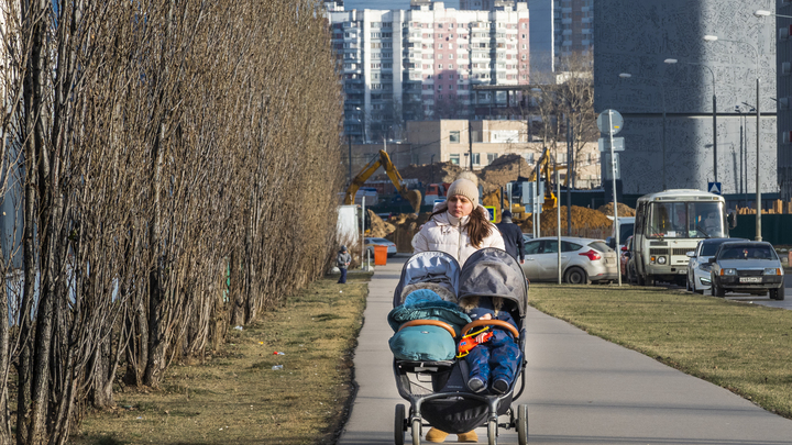 Батюшка уверенно сказал: Молись: Мать двойняшек рассказала о человеческом чуде отца Димитрия