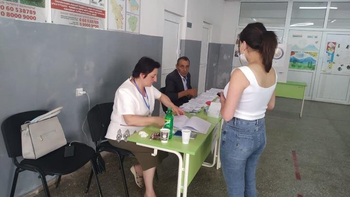 Во второй раз в истории Армении на всеобщие выборы пришли меньше половины избирателей