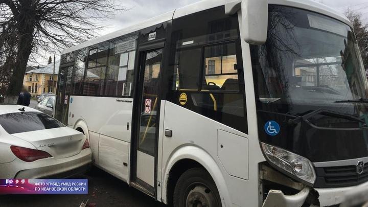 В Ивановской области водитель автобуса потерял сознание, пассажирам пришлось выпрыгивать на ходу