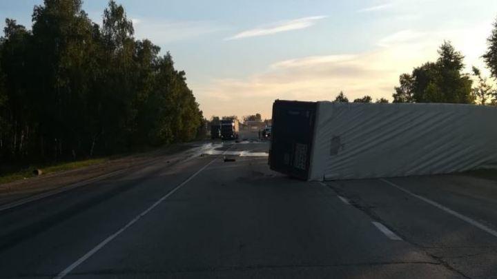 Летел быстро: Ford Focus сбил фургон на дороге в Челябинской области