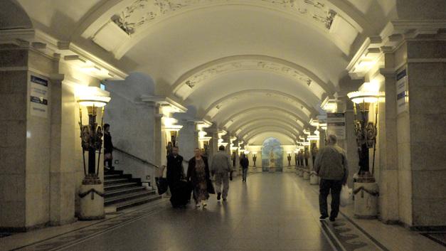 За всеми не уследишь: В метро Петербурга назвали неудачным эксперимент с досмотром