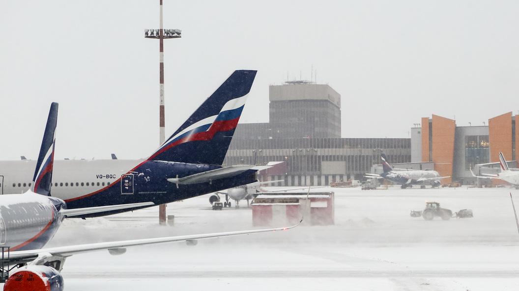 Из-за снегопада в Москве задержано около полусотни авиарейсов