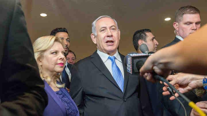 Премьер Израиля с высокой температурой попал в больницу