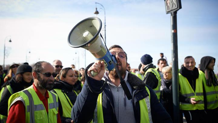 Выход из ЕС и НАТО, рабочие места и отмена приватизации: Чего требуют желтые жилеты от властей Франции