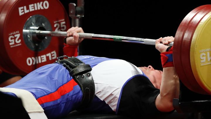 Колени собирали заново: Русского тяжелоатлета едва не придавило штангой весом 400 кг