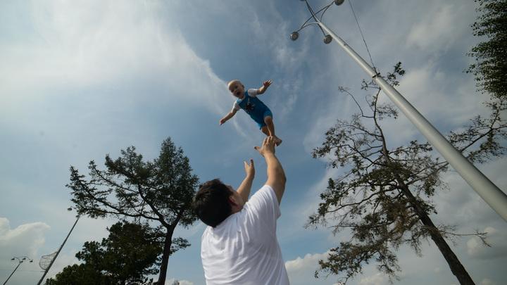 Эмигрируют из-за отмены детских пособий? В Рунете разбили сенсационную новость либералов
