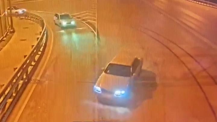 Появилось видео безумных ночных гонок по Ростову: Дрифт, визг тормозов и огромная скорость