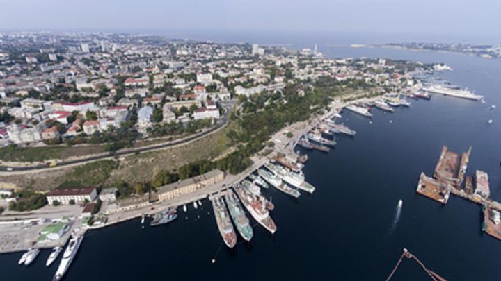 Где формируются эшелоны для завоза людей в Крым?: Политолог в два вопроса осадил постпреда Украины