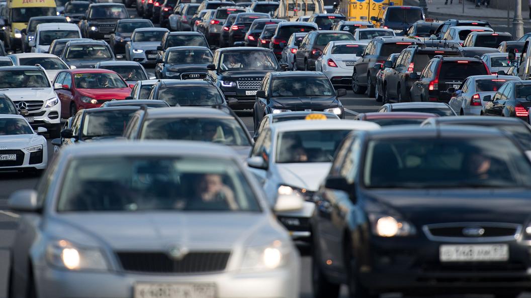 Москвичам настоятельно рекомендовали отказаться от личных авто в пользу такси