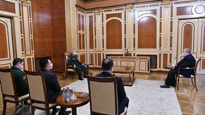 Президент Армении принял российских военных