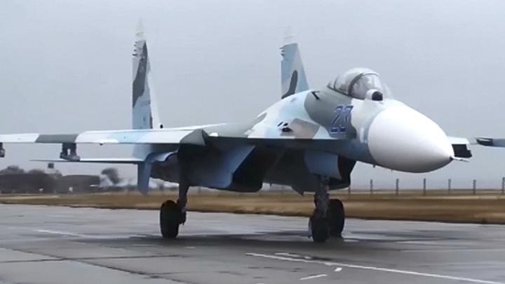 Американский бомбардировщик шарахнулся в сторону: Минобороны РФ рассекретило видео перехвата Су-27