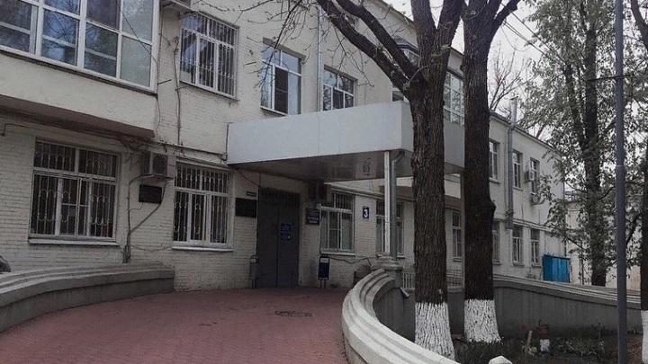 В Ростове под забором ЦГБ умер сбежавший из ковид-госпиталя пациент
