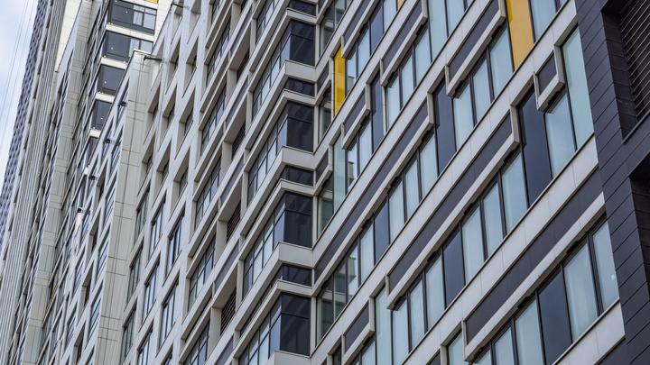 В Новосибирске 18-летний студент выпал из окна 23-го этажа
