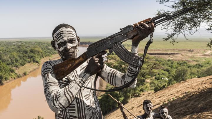 США сползают на уровень людоедов Африки: Тильман о предложении американки бомбить Россию и есть детей