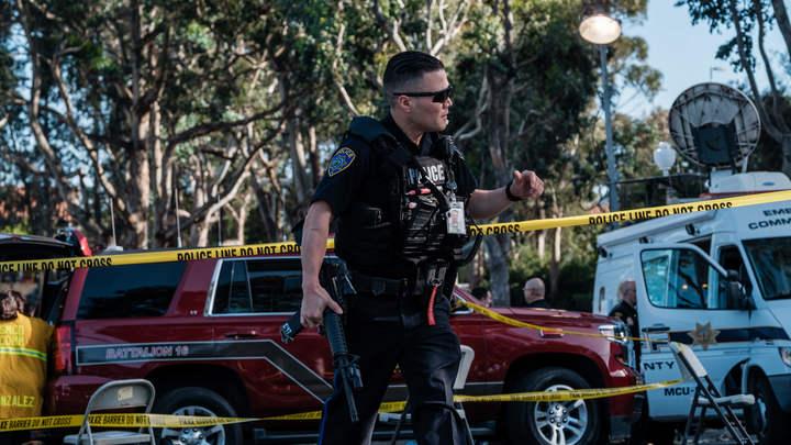 Вооруженные люди с разницей в полчаса ворвались в две школы в США
