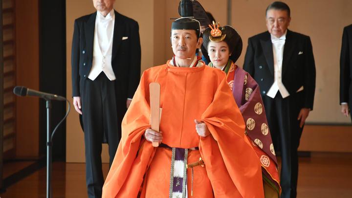 Император Японии впервые за 30 лет не встретит Новый год с народом