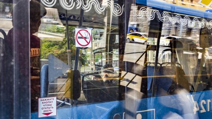 Вылетел с сиденья и разбил голову: Маленький мальчик пострадал в автобусе в Новосибирске