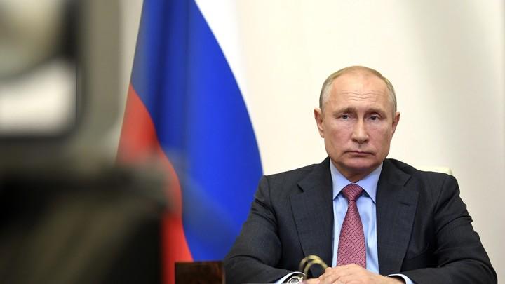 Стучать кулаком Путин может по-разному: На совещании с Мишустиным заметили неочевидные детали