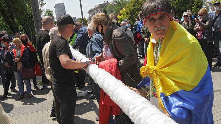 Железный занавес: Популярное украинское издание уничтожило шансы Киева на возврат Донбасса