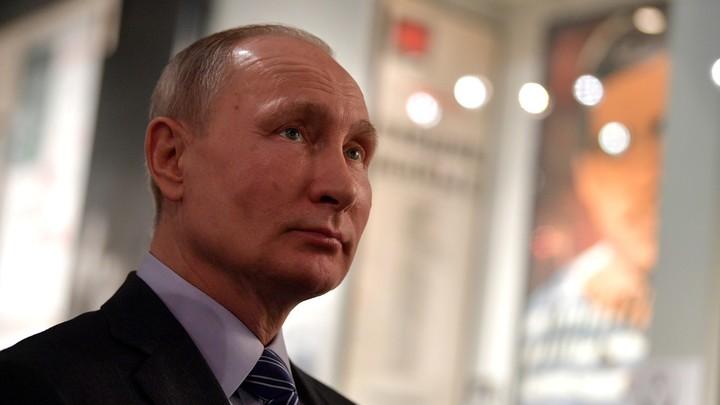 Владимир Путин смеется над кремлевским докладом Минфина США
