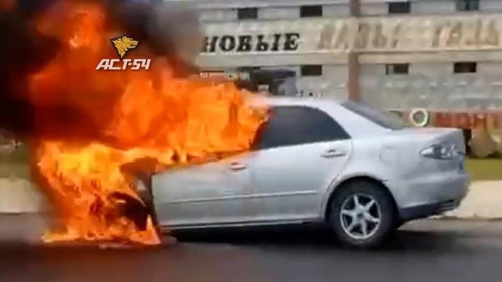 Иномарка вспыхнула и взорвалась под Новосибирском