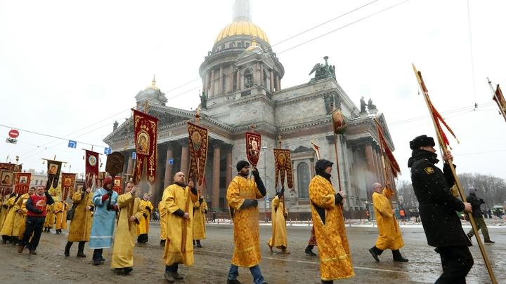 В память о князе Александре Невском 115 тысяч петербуржцев прошли крестным ходом