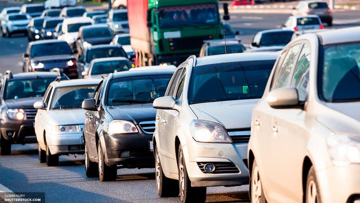 В центре Москвы водители устроили километровую пробку