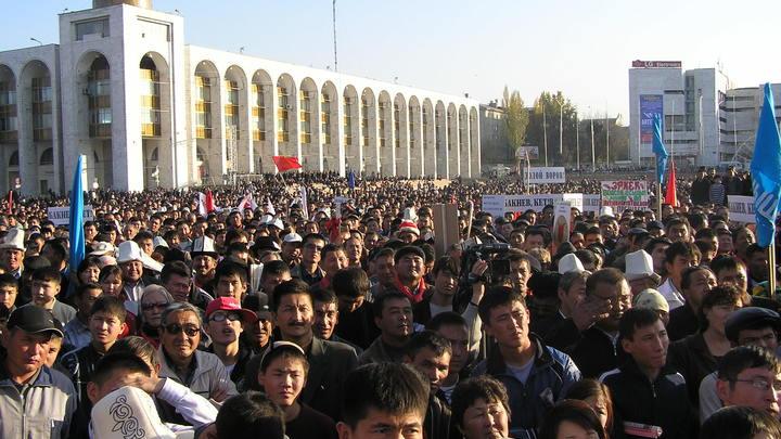 Наказала рублём? Россия не будет финансировать Киргизию, пока та не преодолеет кризис