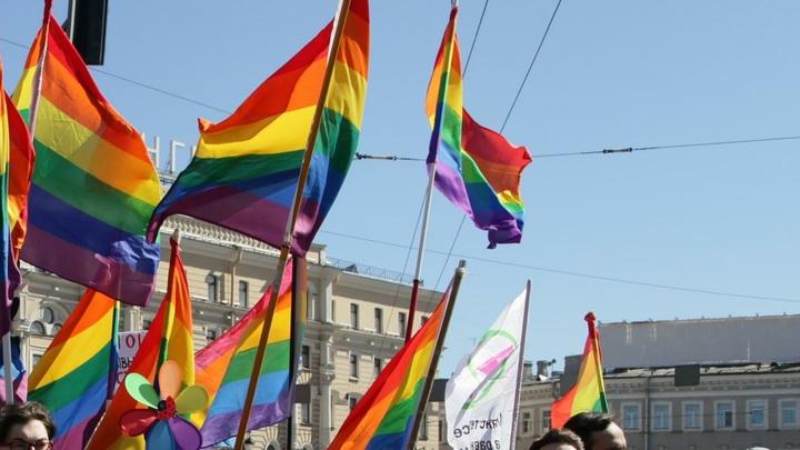 Нейтральное отношение к геям в России от Левада-центра оказалось преувеличением