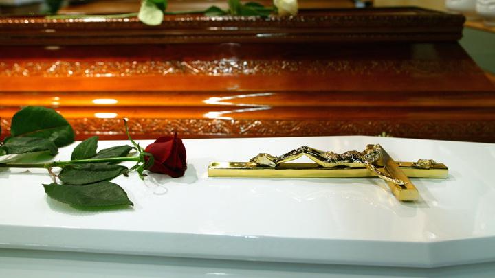 Оскандалившийся на всю Россию женой-пенсионеркой шоумен приценивался к гробу