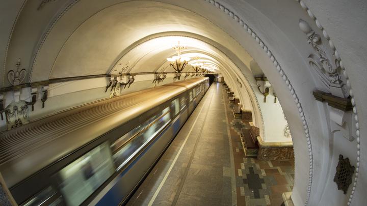 ЧП в московском метро: Мужчина угодил под поезд на станции Славянский бульвар