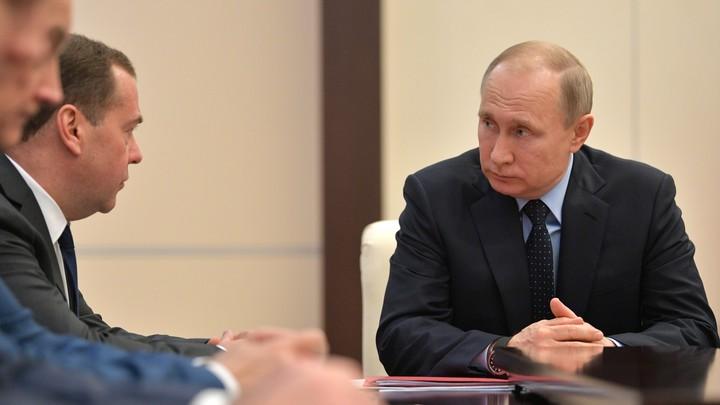 Громоотвод внимания: Немцы попытались вбить клин между Путиным и Медведевым