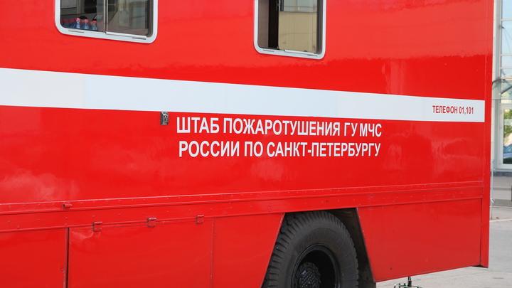 В центре Санкт-Петербурга горит жилой дом