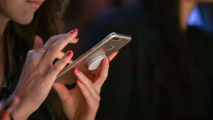 Как предотвратить слив данных:  Сотрудникам банков могут запретить использовать на работе смартфоны