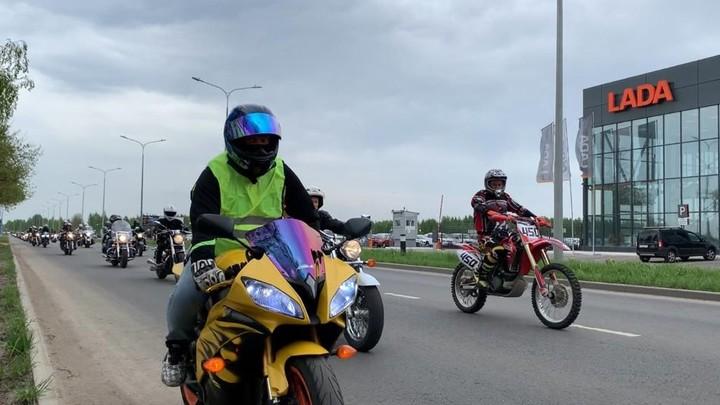 Более 100 мотоциклистов одновременно проехали по улицам Иванова