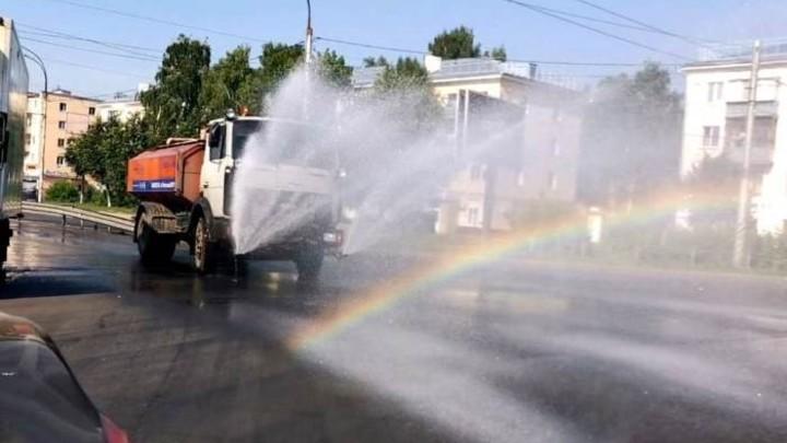 В Иванове из-за жары улицы стали поливать круглосуточно