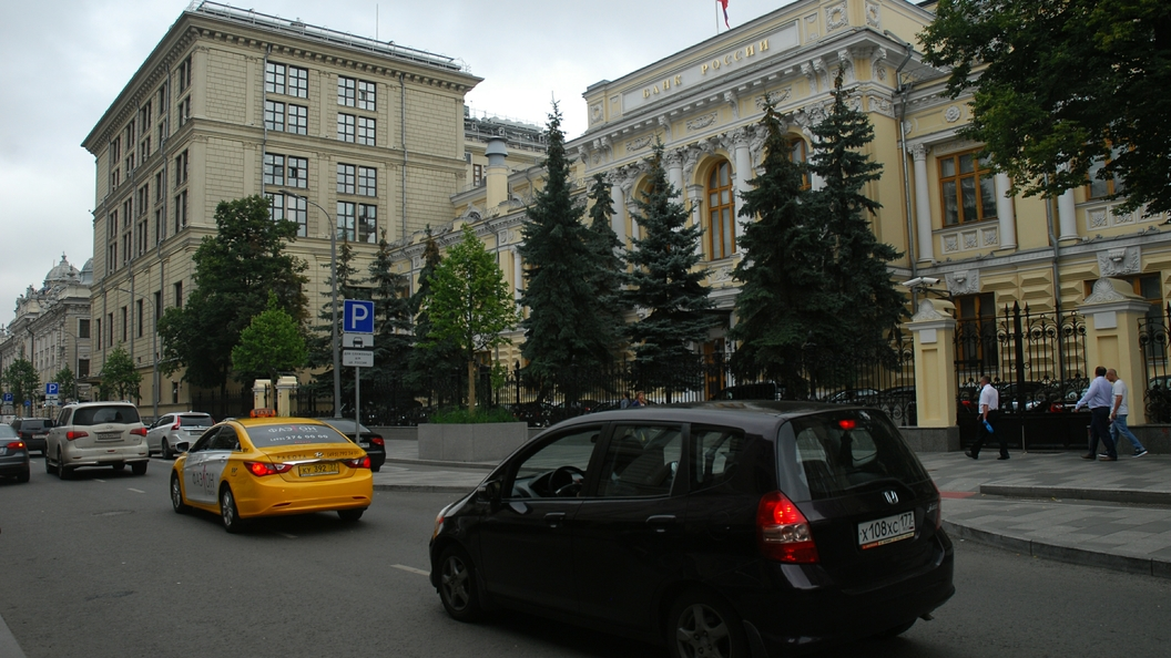 Банк России нашел виновных в ослаблении рубля