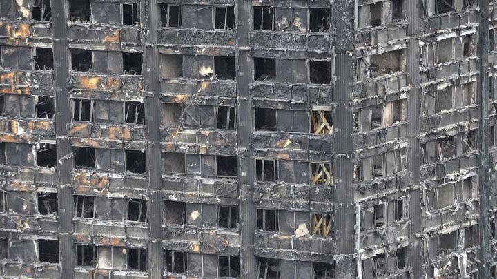 Полиция сообщила об увеличении числа жертв пожара в высотке в Лондоне до 80