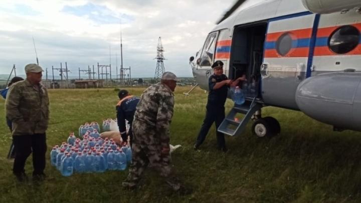 Продукты пострадавшим от паводка в Забайкалье доставляют вертолётами