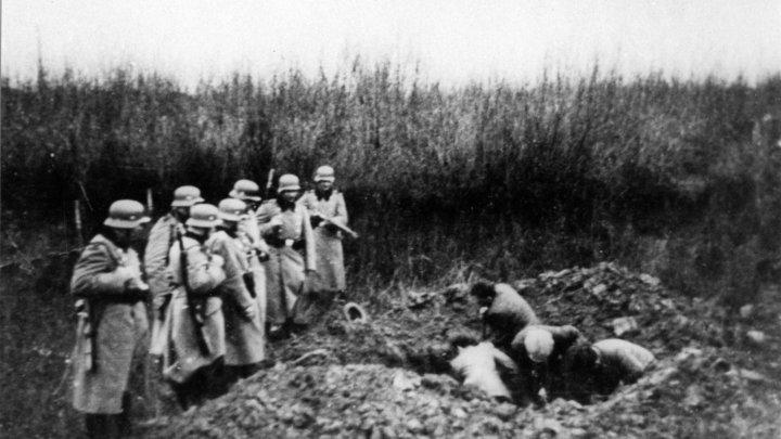 Закапывали и сжигали заживо: Минобороны России рассекретило зверства литовских карателей в 1941 году