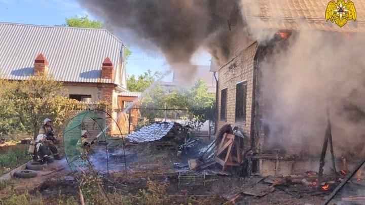 В Шадринске сгорел частный особняк