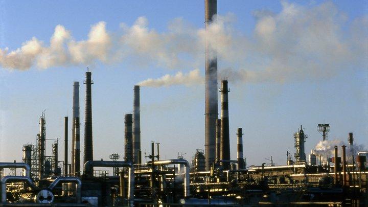 В Петербурге штраф в 100 тыс. рублей получил смердящий химикатами завод