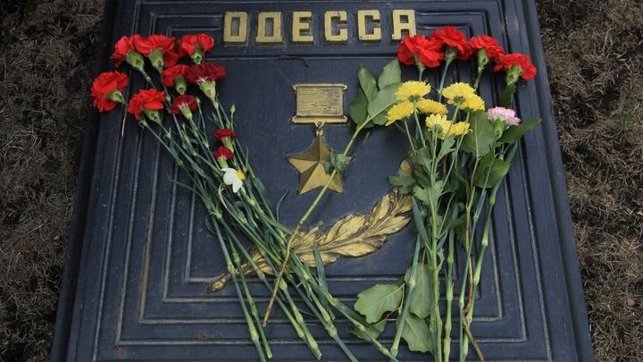 Оттаскивали за волосы: Полиция скрутила рагульку-активистку в Одессе после атак в День Победы
