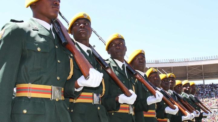 По всем каналам - музыка: Военные в Зимбабве взяли под стражу министра и захватили телевидение