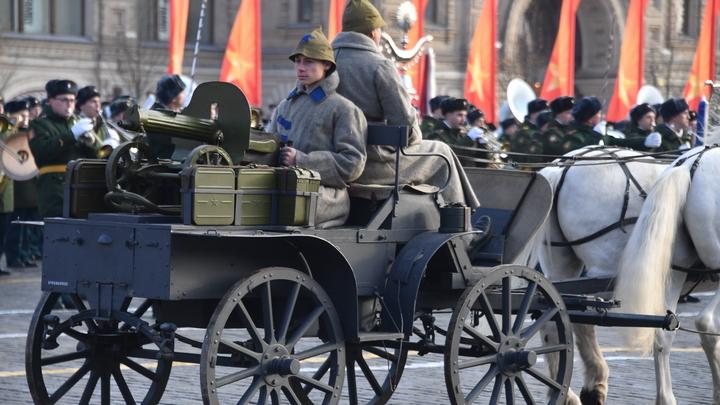 Оренбургские власти хотят снести памятник победителю Чапаева. Зачем топят историческую правду?