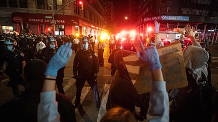 На баррикады против папы: Дочь мэра Нью-Йорка попалась в горячей точке бунтовщиков - NYT