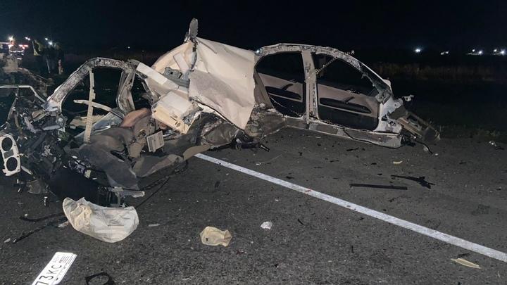 Под Краснодаром в жёстком ДТП с грузовиком погибли четыре человека