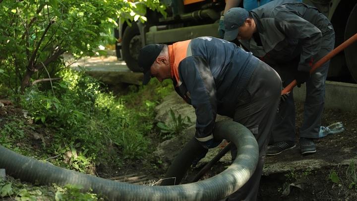 Власти объяснили, почему ливнёвки в городе не чистили десятилетиями: Хозяина нет