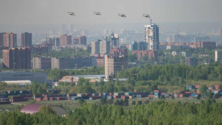 Летели низко: Над Новосибирском прошёл воздушный парад
